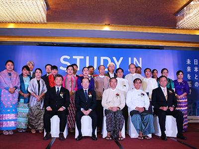 シンポジウム参加者集合写真